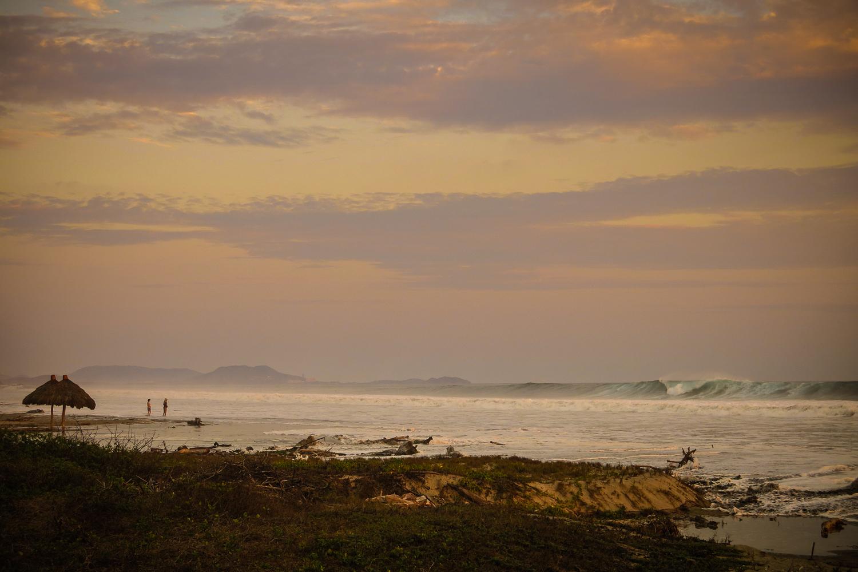 Huge waves on Troncones beach
